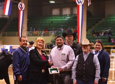 Susan Russell, Chairman of the ASA  Activities and Events Committee presenting Lundy with his Herdsman of the Year buckle. (L to R: Scott Cowger, Susan Russell, Thomas Lundy, Brian DeFreese, Cliff Orley, Hannah Wine)